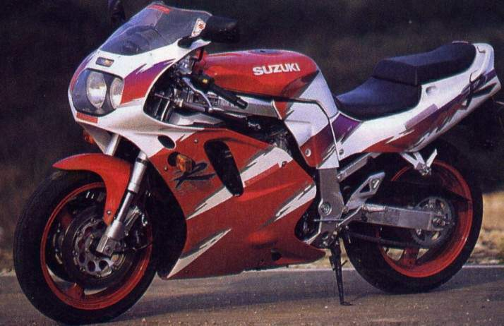 New Liquid Cooled Engine Debuted For The 1992 Years GSX R750WN W Meant Water Cooling To Match And Reduce Increasing Heat Under Severe Racing