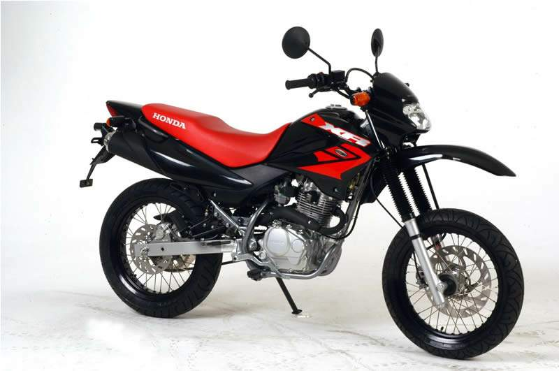 Xr125 http://www.motorcyclespecs.co.za/model/Honda/honda_xr125_l%2008.htm